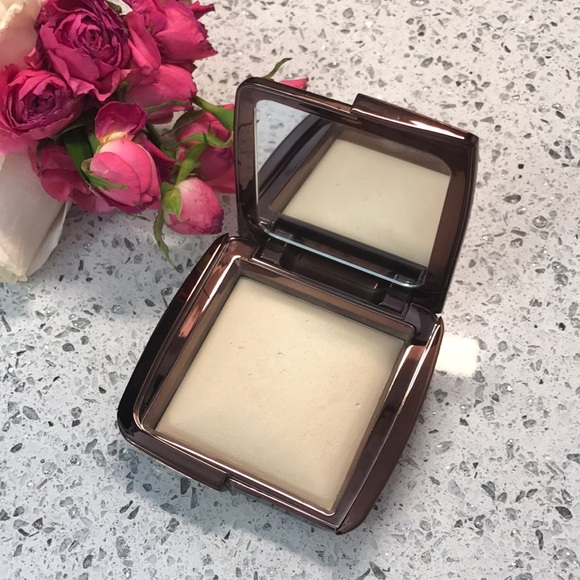 HOURGLASS AMBIENT DIFFUSED LIGHT POWDER